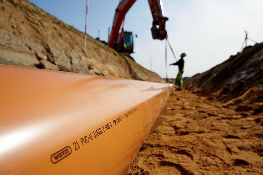 Трубы из ПВХ превосходно зарекомендовали себя в эксплуатации канализационных и водопроводных систем