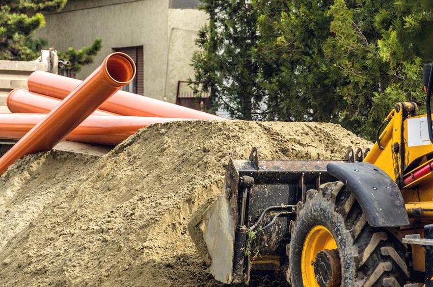 Трубы из ПВХ и НПВХ наиболее часто используются при прокладке канализации