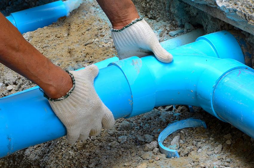 Демонтаж старых труб и установка новых труб ПВХ для канализации