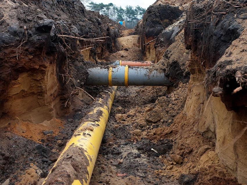 Трубам ПВХ уложенным под землей не страшны влага, вредители или погодные условия