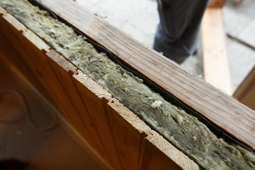Базальтовые плиты по своей структуре схожи с минватой, но по характеристикам намного ее превосходят