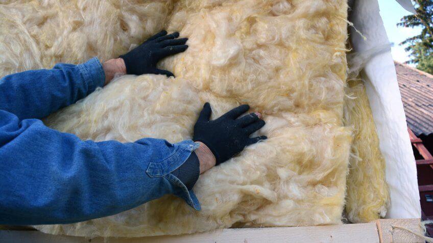 В качестве материала для утепления могут служить различные материалы, такие как минеральная вата, пенопласт, эковата и тому подобные