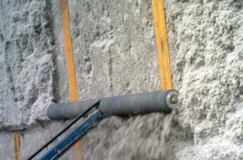 Технология нанесения эковаты позволяет обеспечить полную теплоизоляцию без швов и трещин