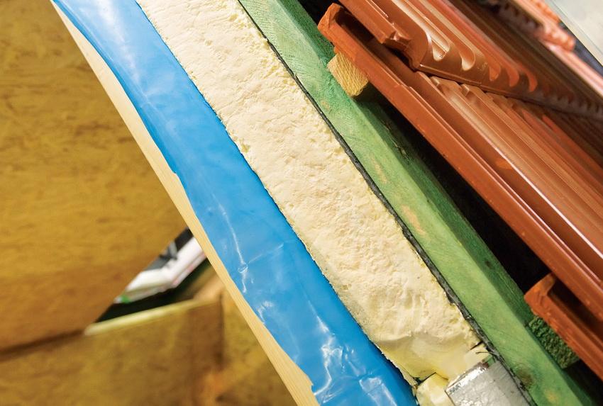 Экструдированный пенопласт изготавливается по другой технологии, он более плотный и устойчив к деформации