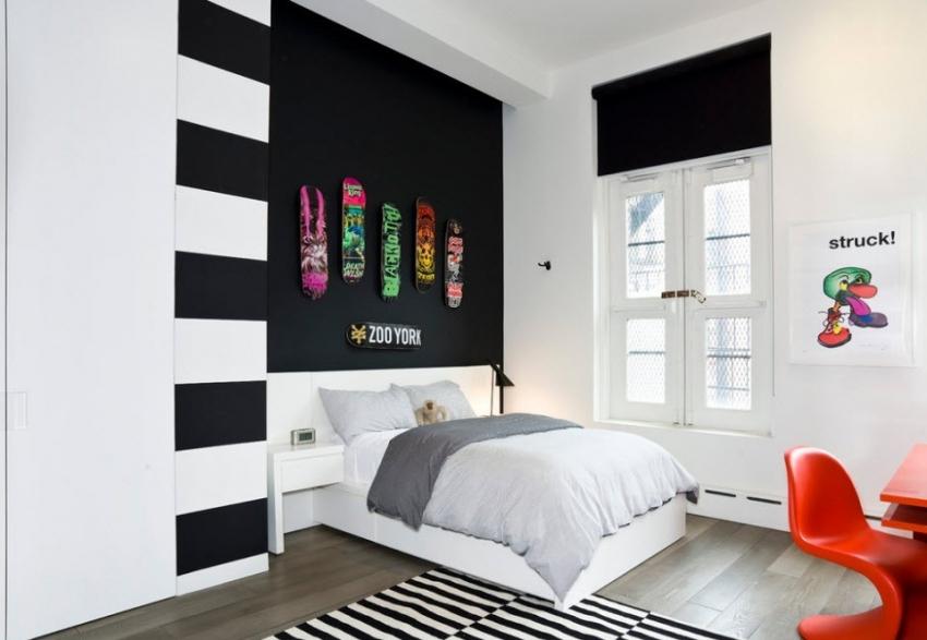 Комнаты для детей тоже можно оформить в черно-белой гамме, но при этом стоит использовать обои под покраску и яркие детали интерьера