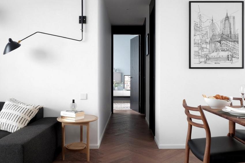В случае выбора интерьера комнаты в черно-белой гамме стоит обратить внимание на то, чтобы дизайн перекликался с общим оформлением квартиры или дома