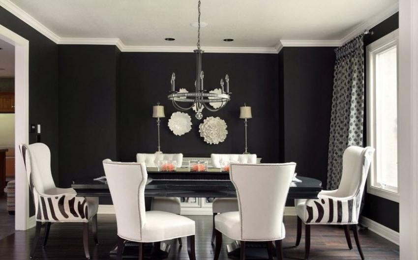 Черные обои под покраску с матовым эффектом смотрятся довольно дорого, поэтому стоит позаботиться об эффектной мебели для того, чтобы сделать интерьер целостным