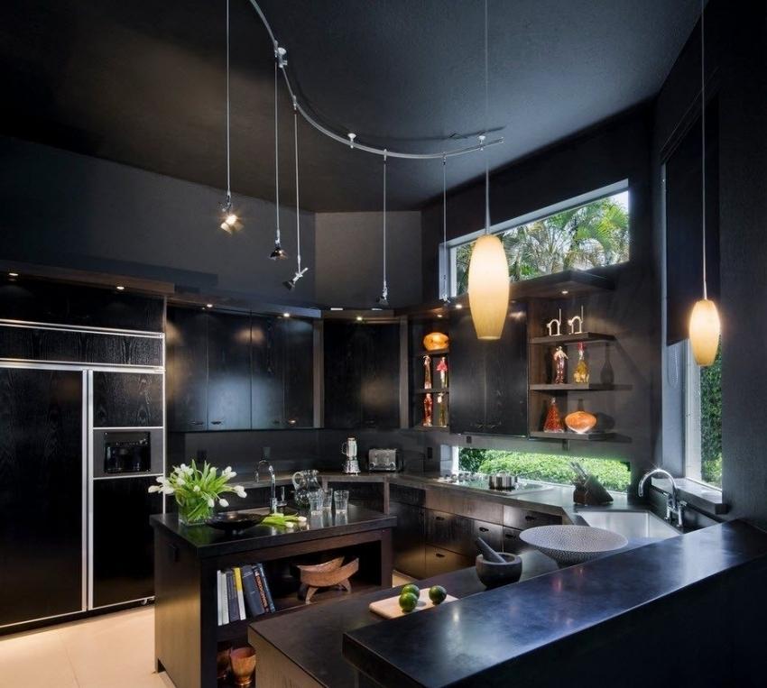 Для отделки кухни лучше использовать моющиеся обои или обои под покраску