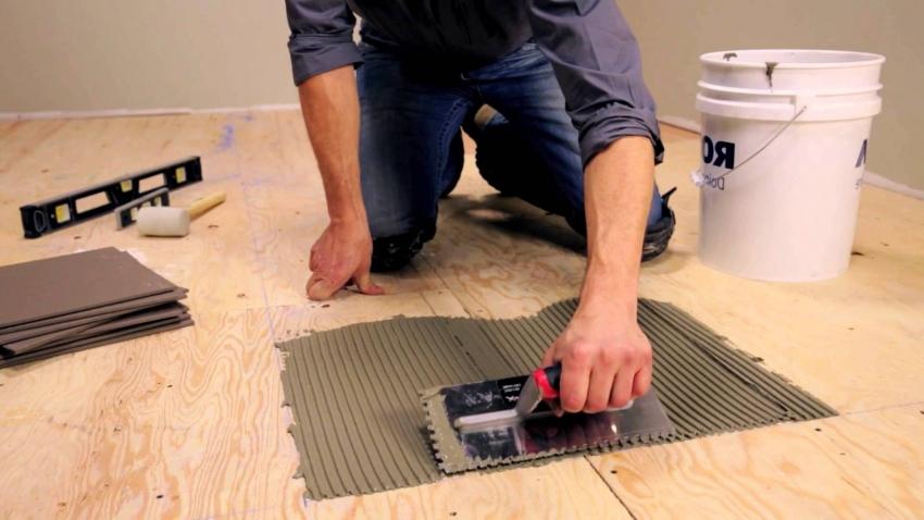 Для основы при укладке керамической плитки на деревянный пол, используют листы ДСП