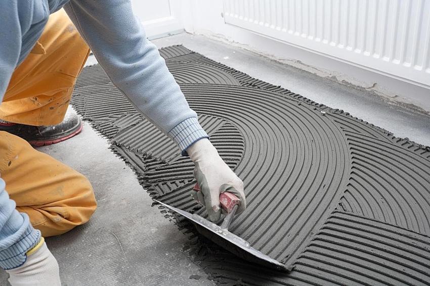 Клеевой состав может отличатся в зависимости от типа покрытия на который он будет нанесен