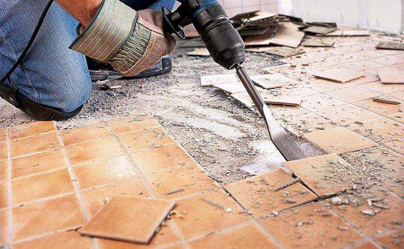 Как снять старую плитку со стены своими руками 35