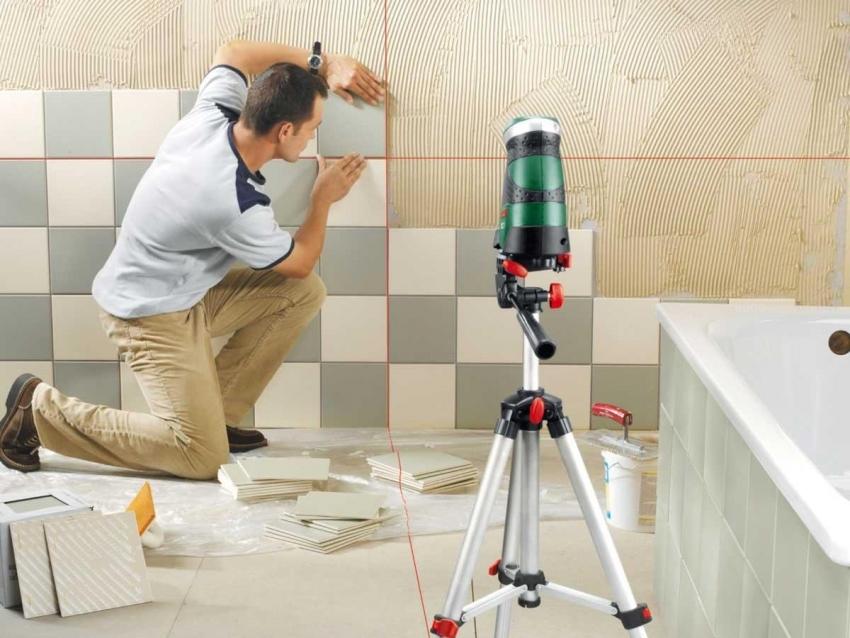 Важным этапом укладки плитки является нанесение или установка разметки