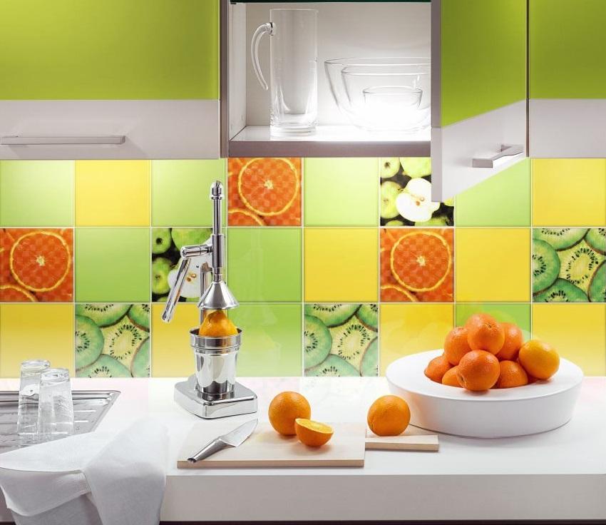 Керамическая плитка на кухне с изображением фруктов