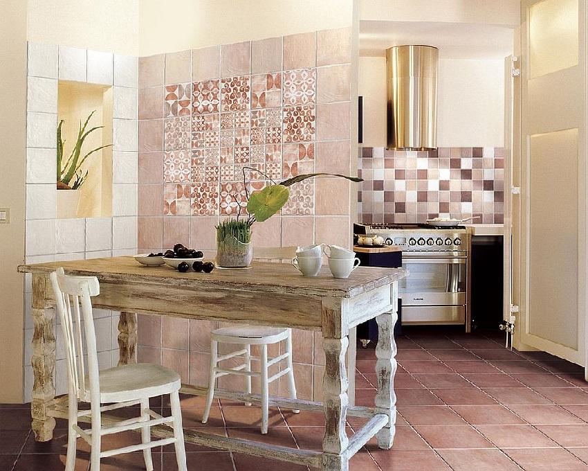 Гармоничное сочетание цветов плитки в интерьере кухни