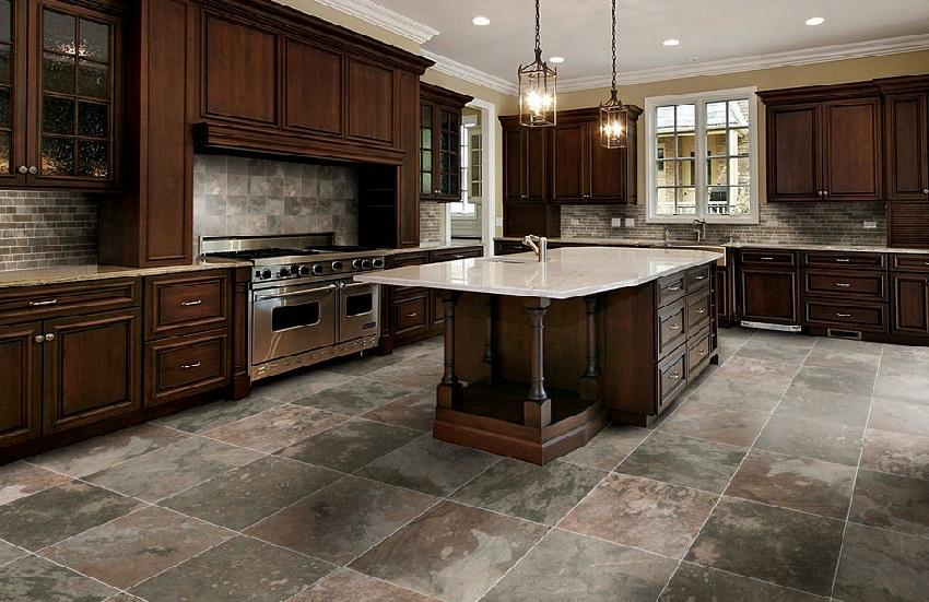 Напольная плитка под камень в интерьере кухни