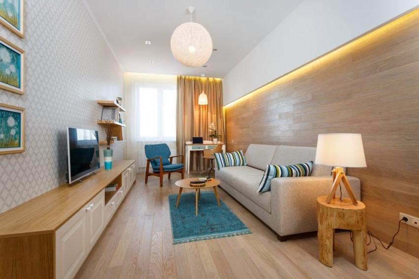 Скрыть неровности потолка можно, горизонтально разграничив пространство комнаты обоями разных видов