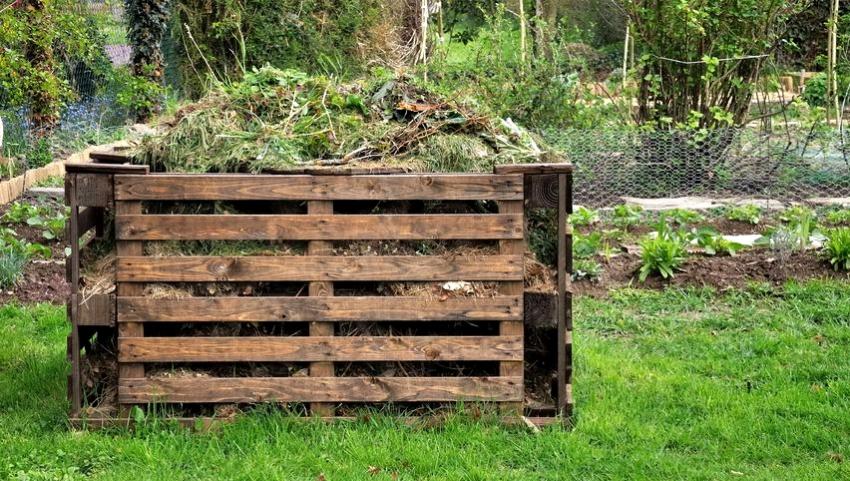 Пример компостного ящика, изготовленного из старых паллет