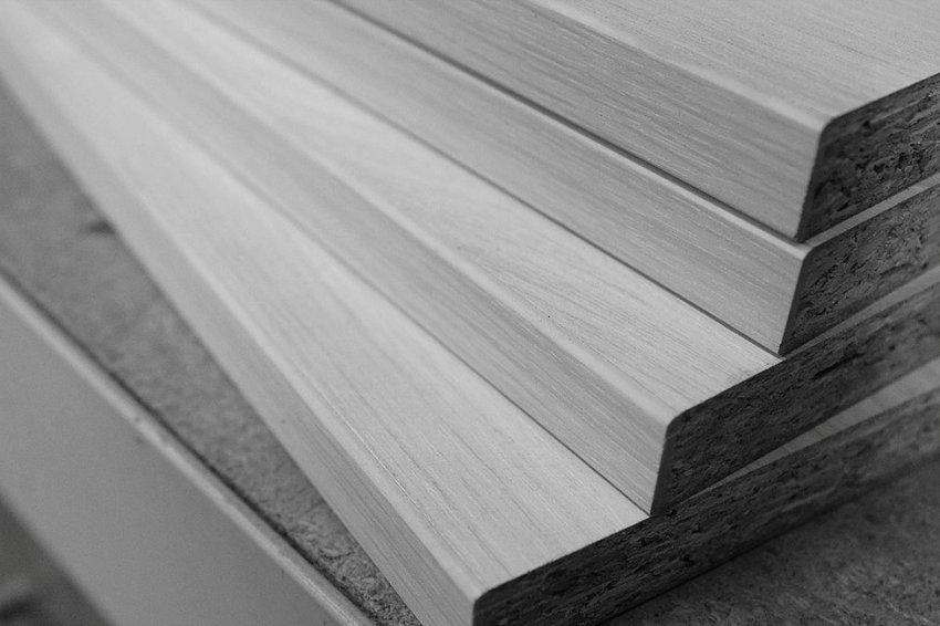 ЛДСП большой толщины отлично подходят для изготовления шкафов-купе, кухонь и барных стоек