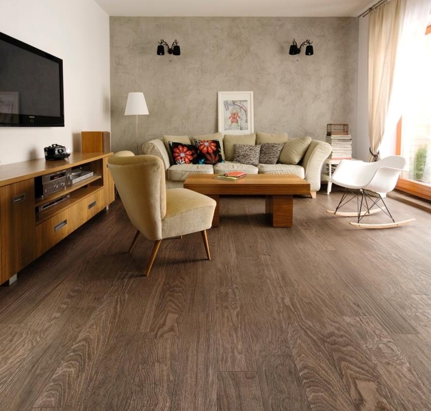 Бесшовная укладка плитки отлично имитирует натуральную древесину
