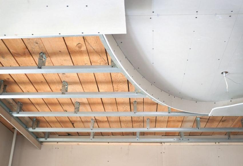 Пример монтажа конструкции двухъярусного навесного потолка