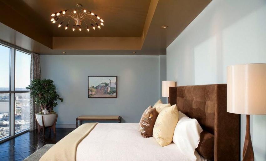 Для навесного потолка из гипсокартона можно использовать любой вид отделки - от обоев под покраску до декоративной штукатурки