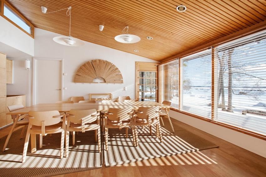 Оформление потолка деревянными панелями считается одним из самых дорогих типов отделки