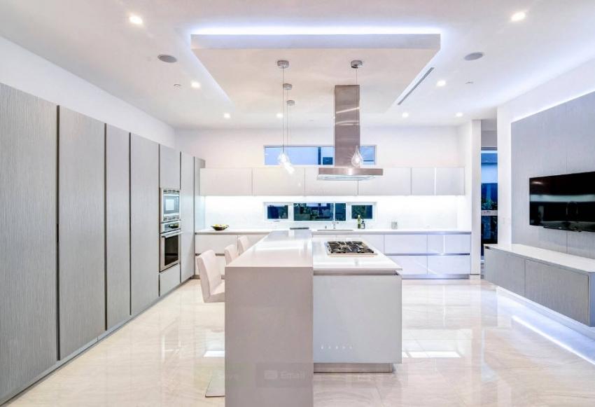 Использование двухуровневого навесного потолка применимо только для высоких помещений