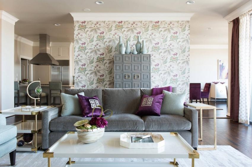Цветочный рисунок на обоях используется для оформления интерьеров в стиле прованс и кантри