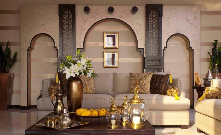 Для того чтобы получить лучшее сочетания разных видов обоев в гостиной, следует перед покупкой просмотреть каталоги предложений от известных производителей