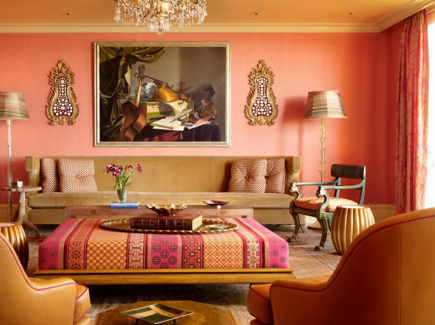 Для оформления интерьера в восточном стиле, можно использовать полотна с ярким, повторяющимся орнаментом или обои под покраску