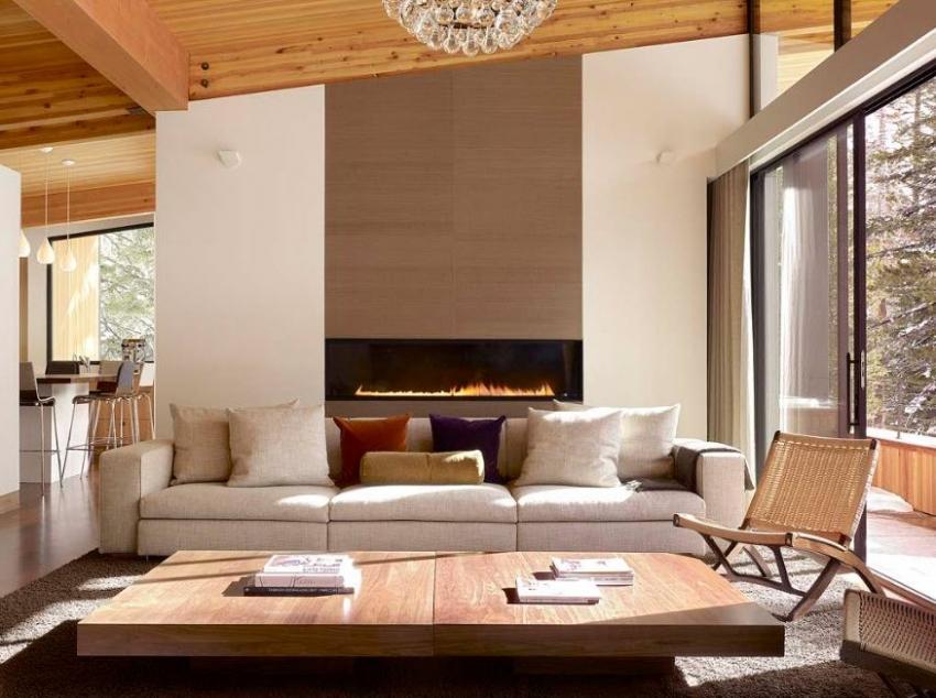 С помощью обоев, можно визуально выделить и акцентировать внимание на определенной зоне гостиной комнаты