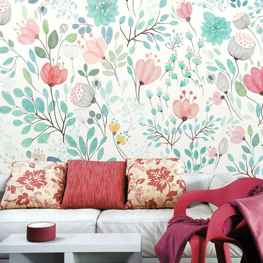 Цветовая гамма обоев перекликается с предметами интерьера комнаты