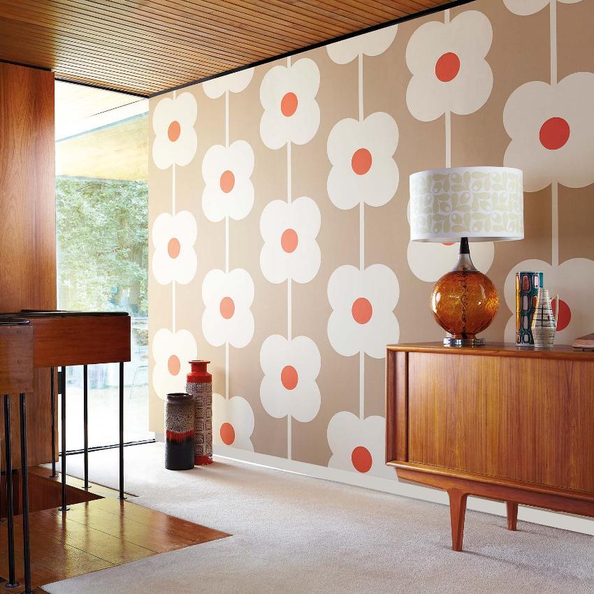 Гостиную можно украсить благодаря оформлению стен обоями с графическим цветочным принтом