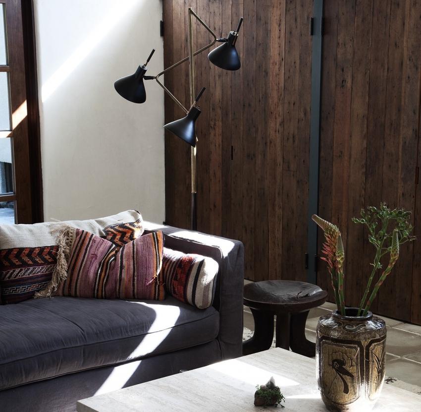 Темные оттенки деревянных обоев можно использовать для оформления помещения в стиле лофт, модерн или кантри
