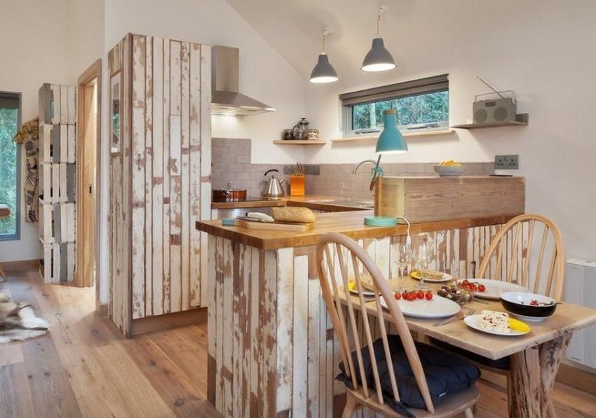 Для оформления кухни лучше использовать моющиеся обои на флизелиновой основе