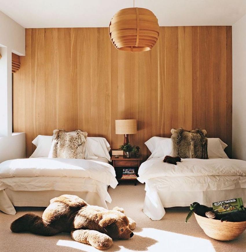Для оформления детской комнаты можно использовать натуральные и экологичные обои из дерева