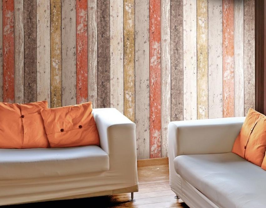 Обои с рисунком состаренных деревянных досок используются для отделки стен помещения в стиле прованс или лофт