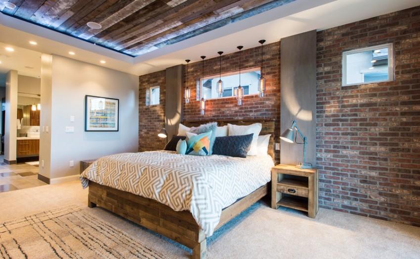 В спальне часто кирпичной кладкой оформляют стену у изголовья кровати