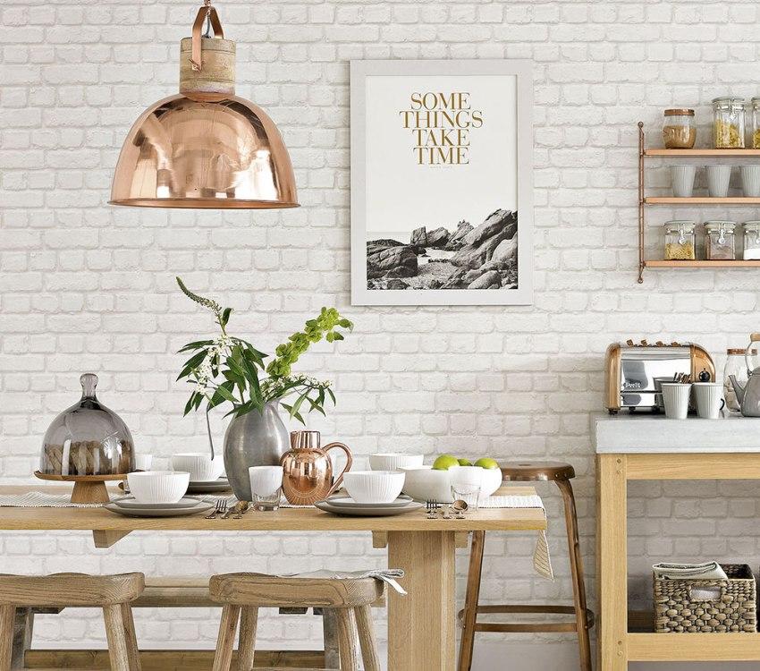 Обои белый кирпич в интерьере кухни-столовой