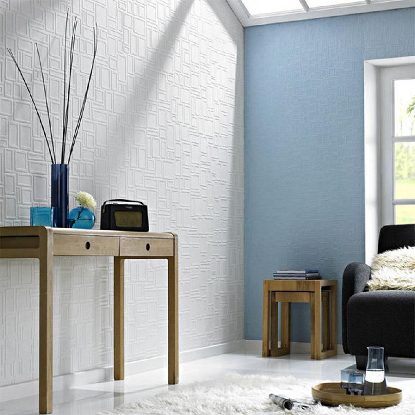 С обоями под покраску интерьер комнаты становится более разнообразным