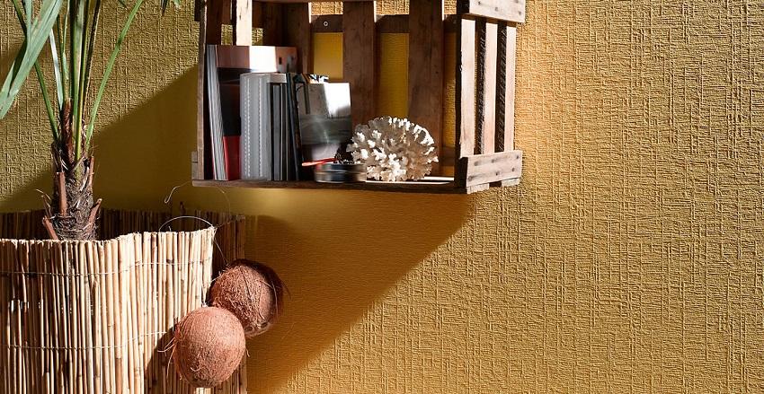 Обои под покраску позволяют скрыть некоторые дефекты стен