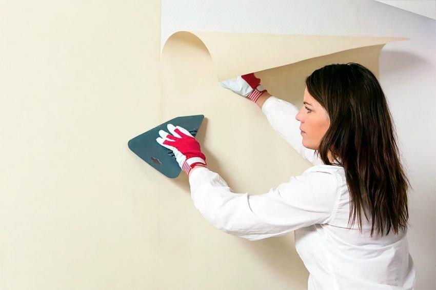Обычно обои под покраску имеют белый, нейтральный цвет, но иногда можно встретить и материалы других цветов