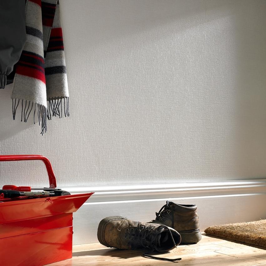 В случае загрязнения антивандальных обоев, пятна легко можно закрасить или удалить с помощью влажной тряпки