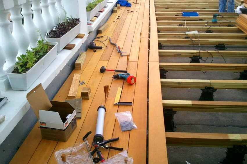Установка деревянного пола на жесткое бетонное основание