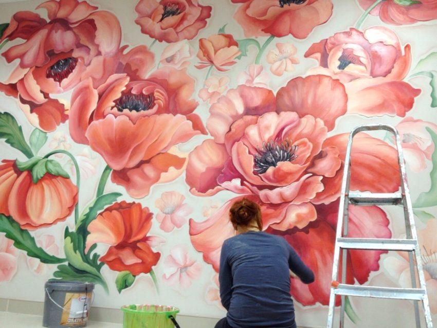 С помощью художественной росписи можно нанести на стену любое изображение