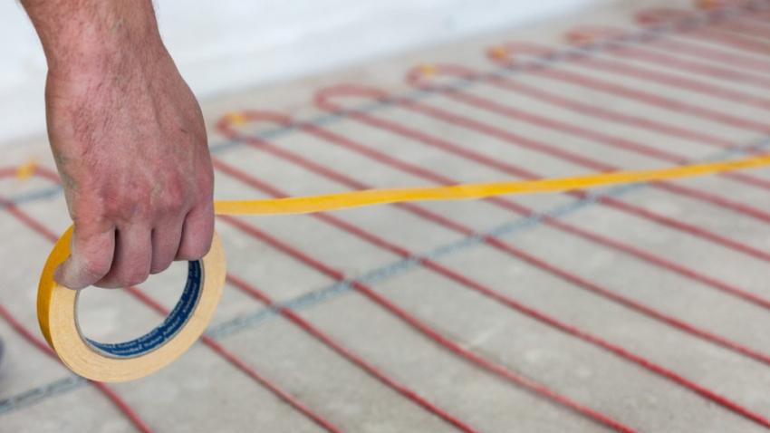 При монтаже системы теплого пола под плитку важно равномерно расположить нагревательные элементы
