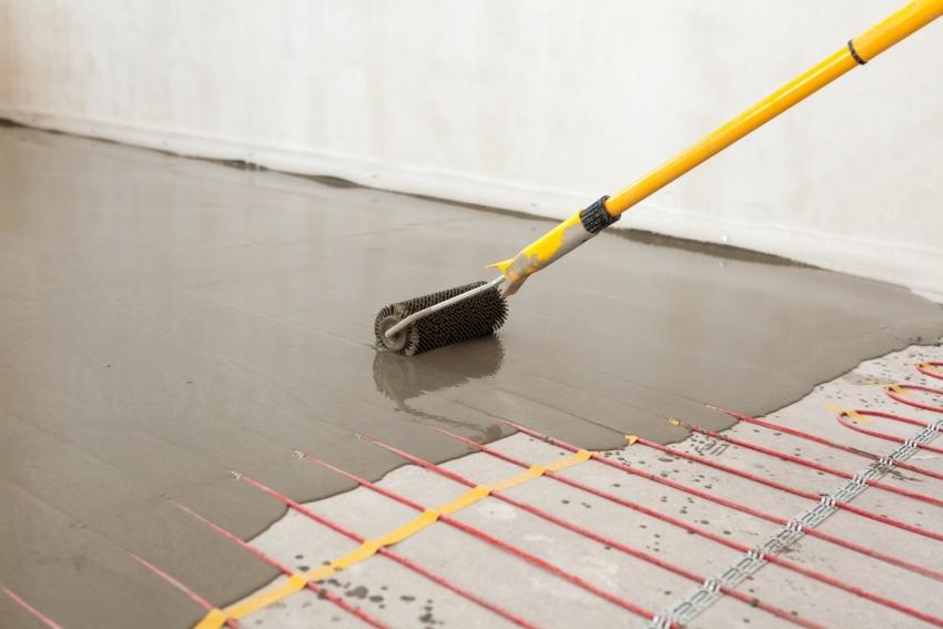 Во время монтажа производится две стяжки - черновая с установленным утеплителем и стяжка самого теплого пола, которая заливается поверх нагревательных элементов
