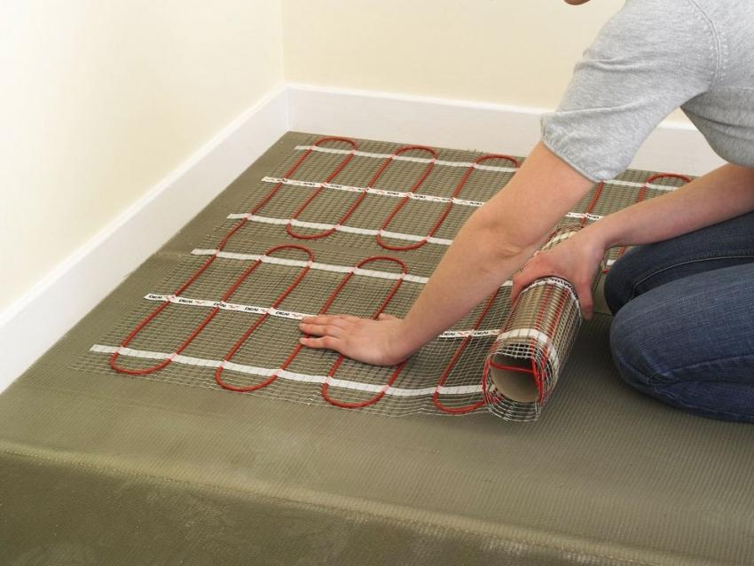 В случае выбора электрического теплого пола для отопления, стоит проверить качество проводки в квартире