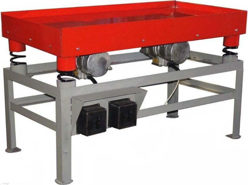 Вибростол можно приобрести в строительном магазине или же изготовить самостоятельно из подручных материалов