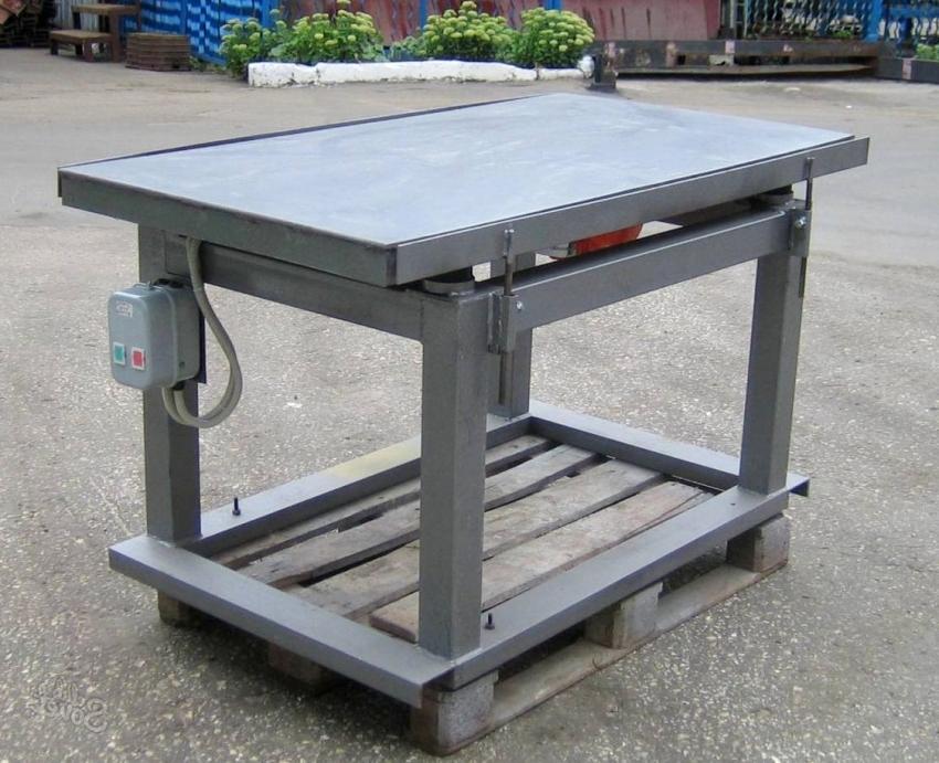 Для надежной длительной работы вибростола стоит использовать стальные элементы и варочный аппарат для креплений